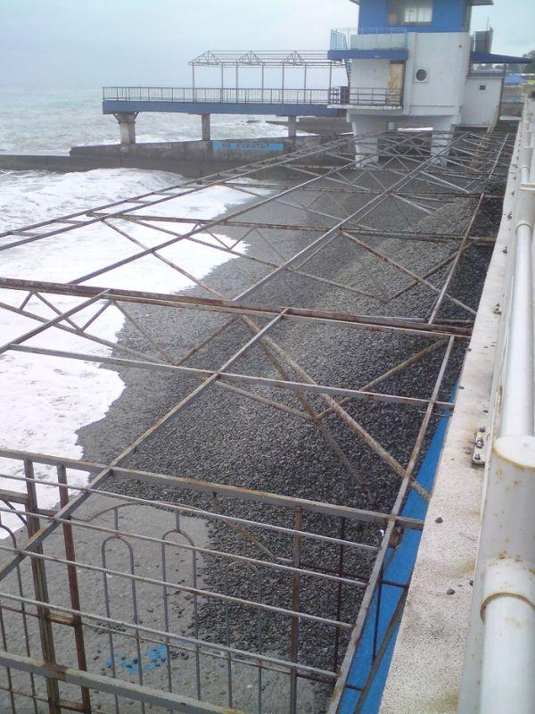 Восстановление пляжей в Крыму (3 фото)