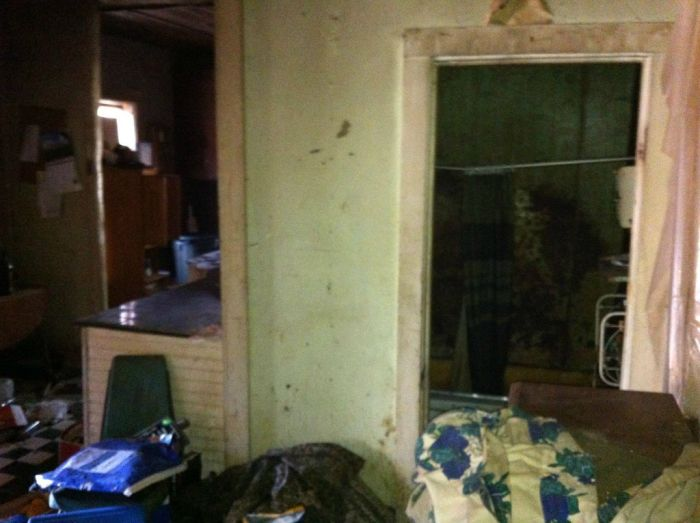 Жестяковый дом, выставленный на продажу (35 фото)