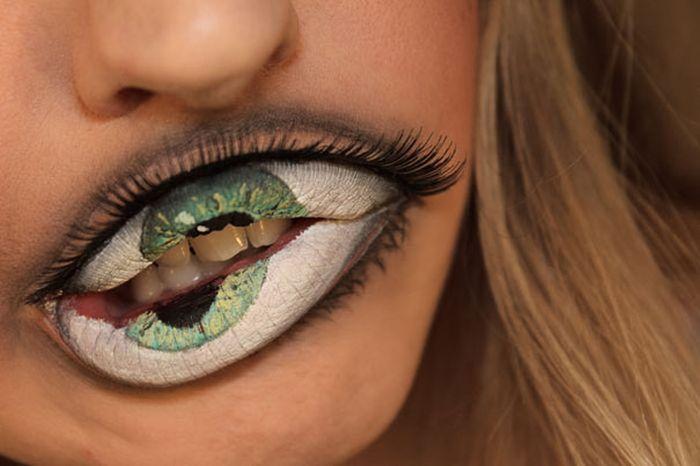 Странный макияж (4 фото)