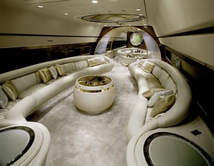 Фешенебельные интерьеры частных самолетов (14 фото)