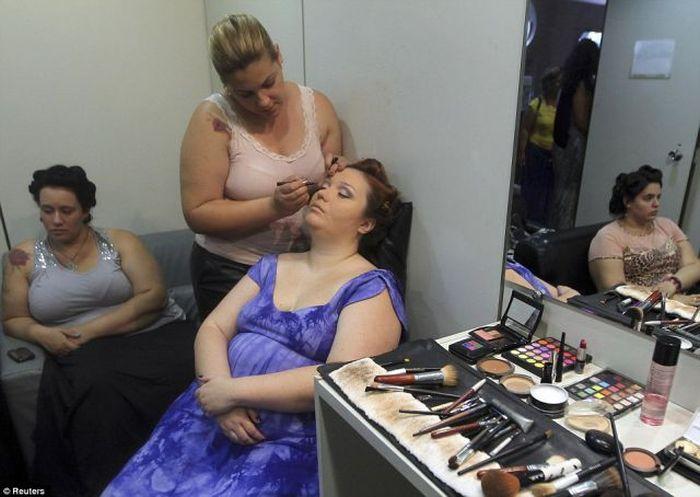 Нестандартный показ мод в Бразилии (16 фото)