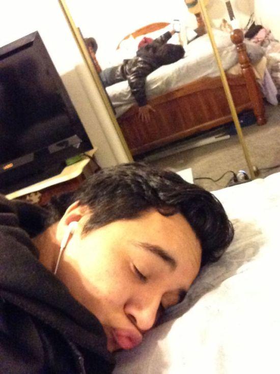 Мой малыш поймал меня спящей (12 фото)