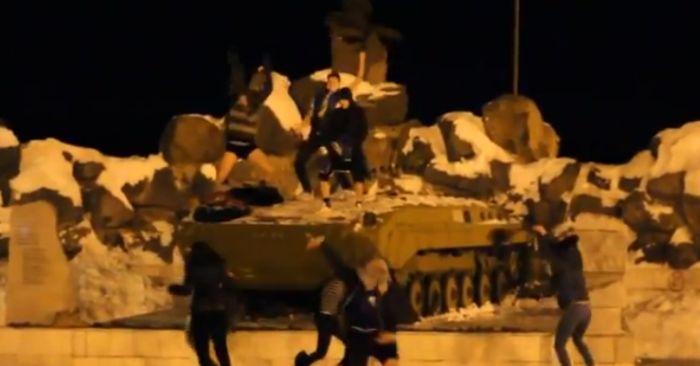 Harlem Shake на мемориале погибшим воинам (2 фото + видео)