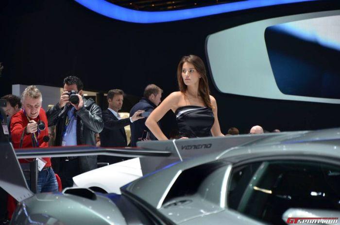 Девушки Женевского автосалона (37 фото)