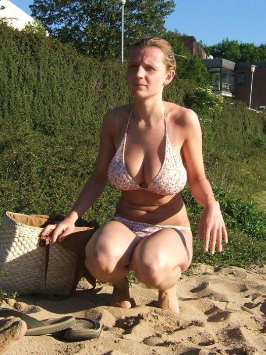 Подборка летних девушек в купальниках (40 фото)