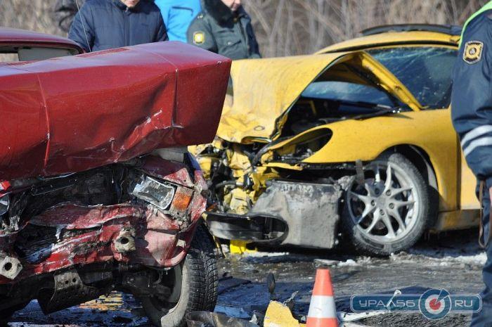 Страшная лобовая авария Porsche и ВАЗ (10 фото)