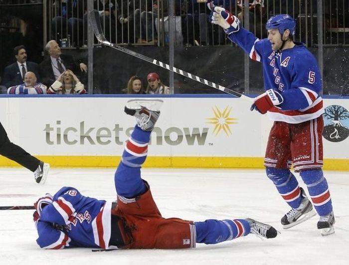Трус не играет в хоккей (7 фото)