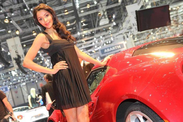 Большая подборка девушек Женевского автосалона (130 фото)