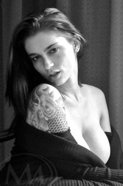 Интервью с моделью видеочата для взрослых и порно-актрисой (2 фото + текст)