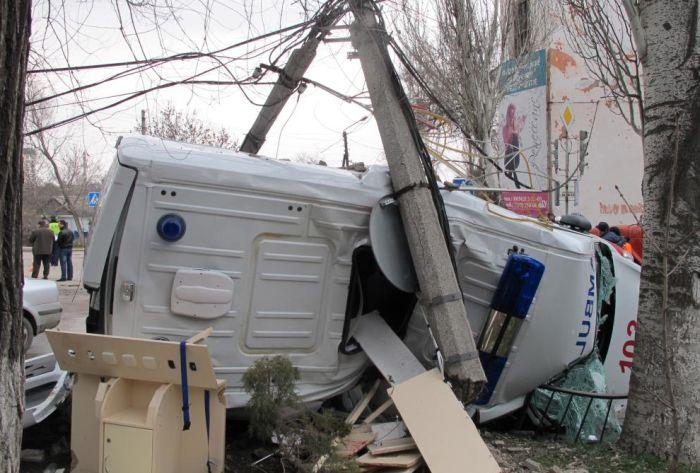 Сотрудник СБУ протаранил автомобиль скорой помощи (6 фото + 2 видео)