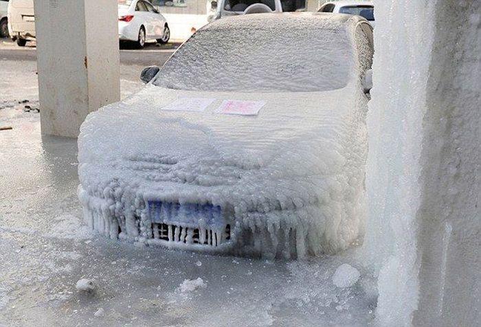 Суровая парковка в Китае (2 фото)