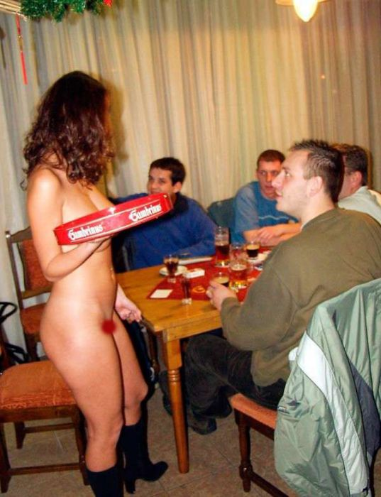 Обслуживание в чешском баре для совершеннолетних (16 фото)