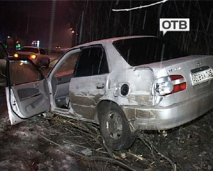 Проститутка разбила машину своего клиента (3 фото + видео)