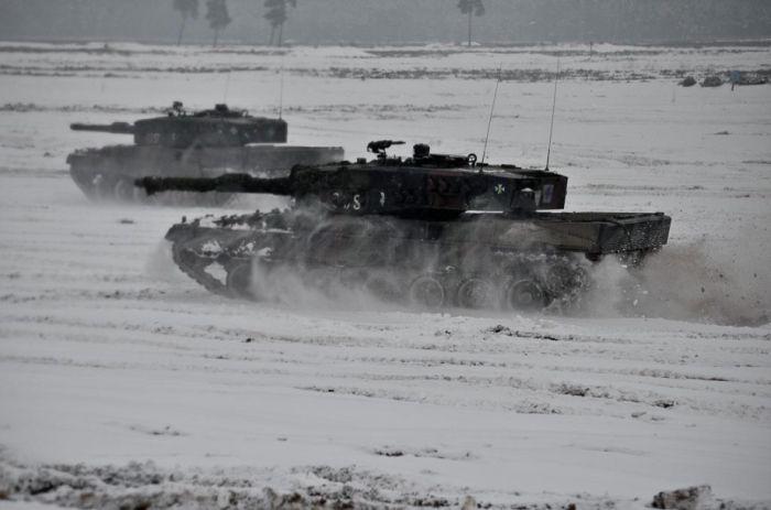 Крутая военная техника и мощное оружие (80 фото)