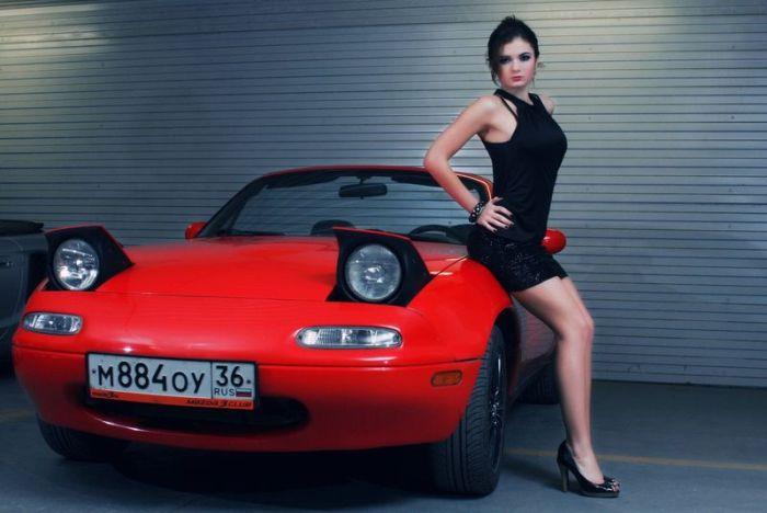 Наши девушки и их автомобили. Часть 3 (40 фото)