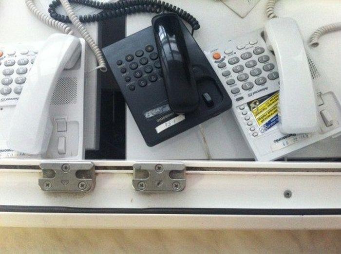 Не пытайтесь дозвониться в больницу (2 фото)