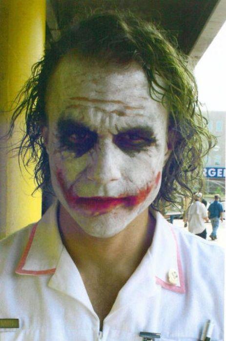 """Хит Леджер на съемках фильма """"Тёмный Рыцарь"""" (50 фото)"""