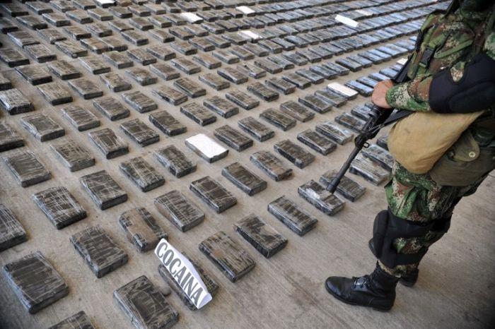 Огромная кокаиновая лаборатория (11 фото)