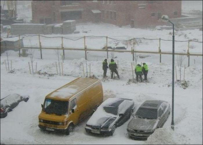 У коммунальной службы Минска весна на календаре (2 фото)