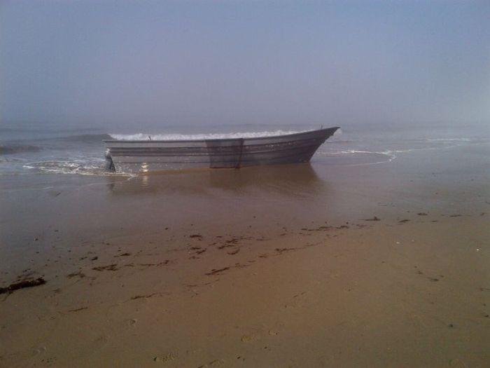 Что скрывается в обычной лодке (2 фото)