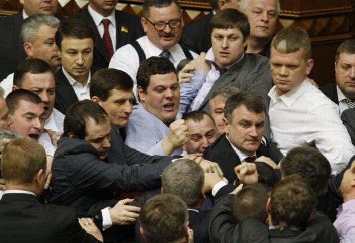Очередная драка в Верховной Раде Украины (8 фото + видео)