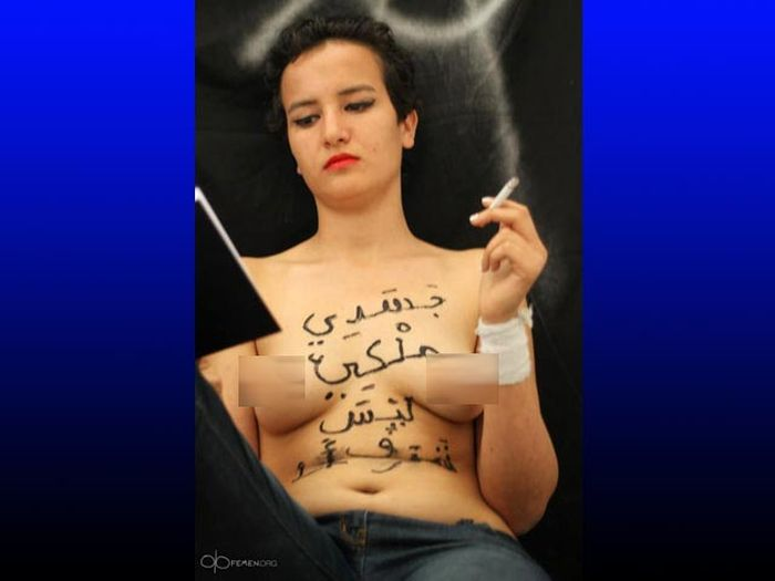 Феминистка из FEMEN приговорена к смертной казни (4 фото)