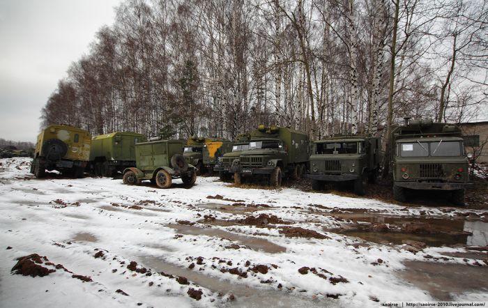Кладбище списанной военной техники (28 фото)