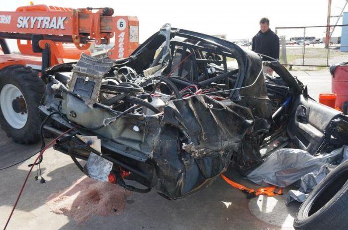 Авария на скорости 354 км/ч (33 фото + видео)