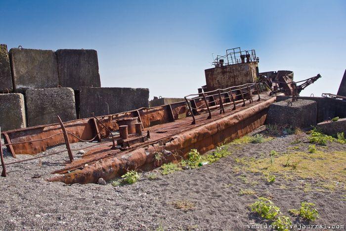 Заброшенный рай для сталкеров в Абхазии (47 фото)