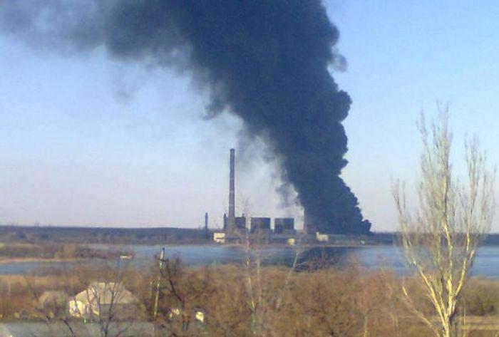 Мощный взрыв и пожар Углегорской ТЭС (5 фото + 3 видео)