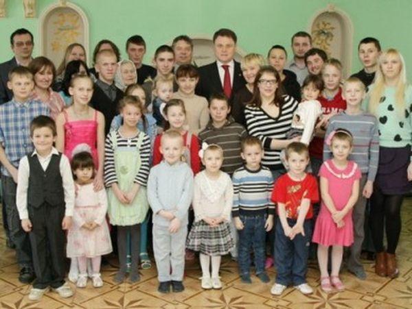 Журналистка оскорбила мать 37 детей (7 фото)