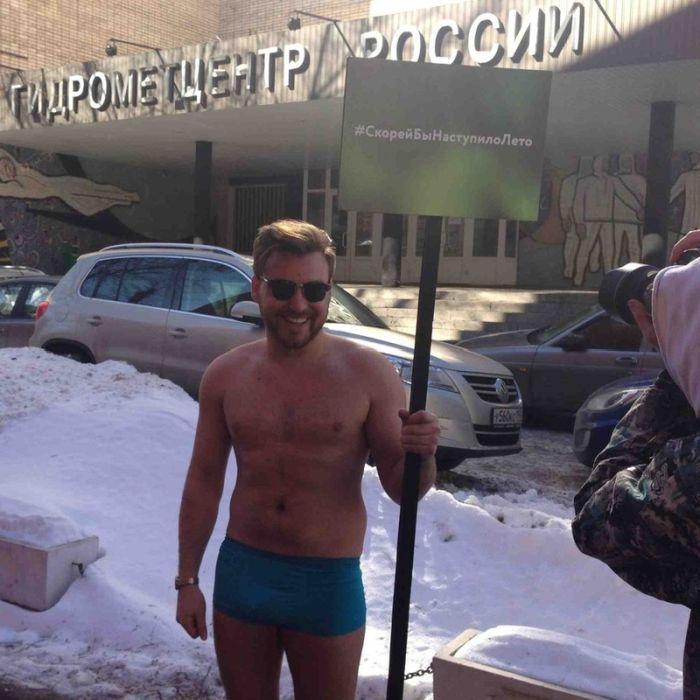 """""""Скорей бы наступило лето"""" или пикет одного москвича (2 фото)"""