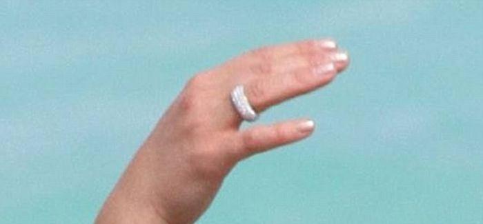 Невеста Владимира Кличко - Хейден Панеттьер демонстрирует фигуру на пляже (8 фото)