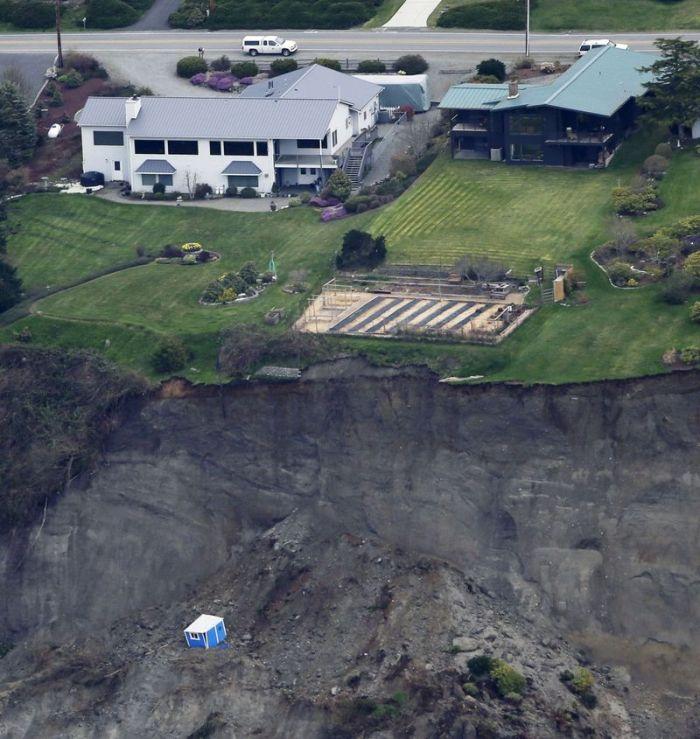 Страшнейший оползень на острове Уидби в США (11 фото)