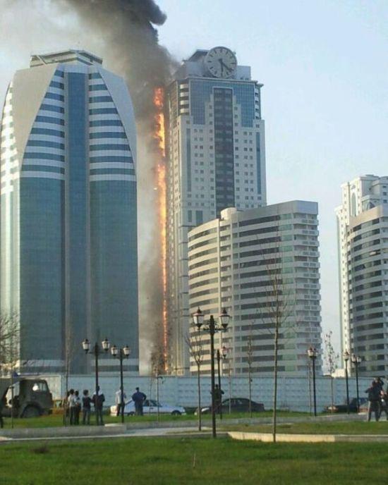 """Пожар в элитной высотке """"Грозный-Сити"""" (6 фото + видео)"""