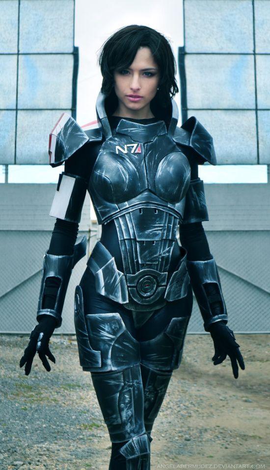 Крутой косплей костюм из игры Mass Effect (7 фото)