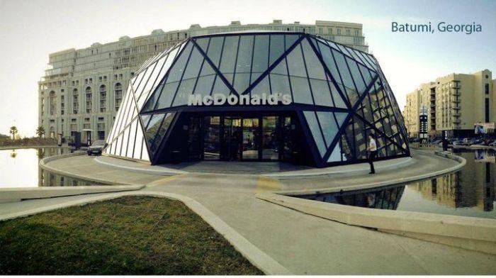 Макдональдс в Батуми (8 фото)