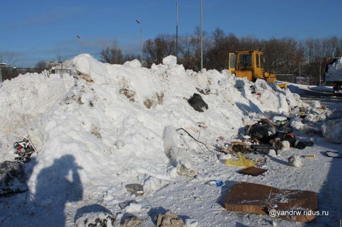 Что делают с убранным снегом? (13 фото)