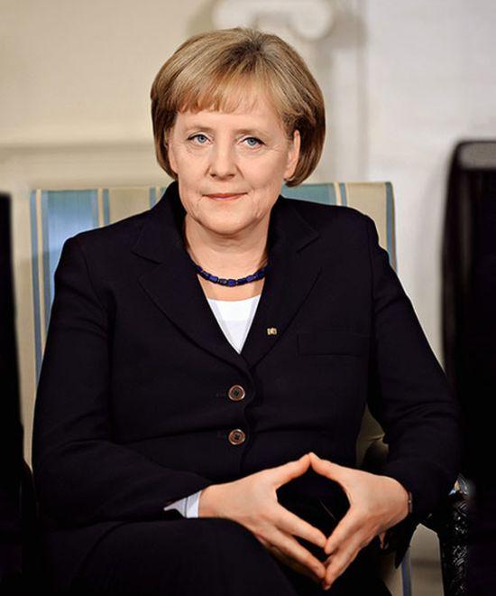 Нудистские фотографии голой Ангелы Меркель (3 фото)