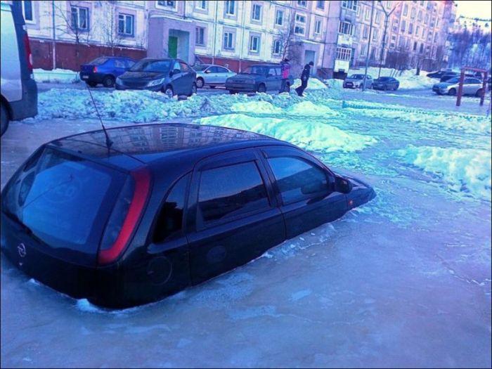 Коварная весна и опасности парковки (2 фото)