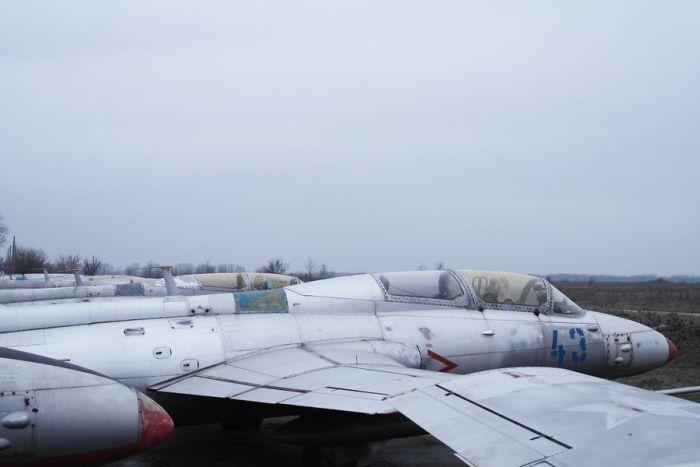 Кладбище самолетов и былая слава боевой авиации (56 фото)