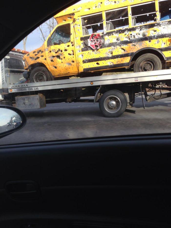 Что могло произойти с этим автобусом? (6 фото)