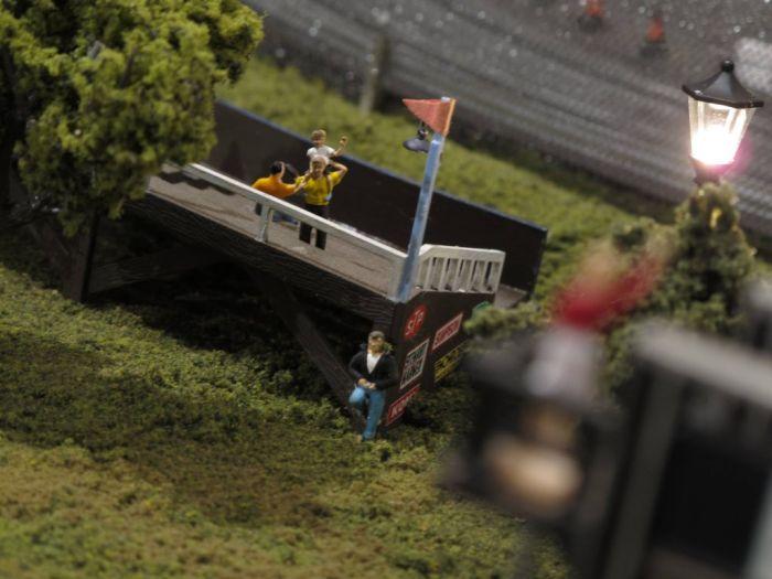 Удивительный гоночный трек в миниатюре своими руками (36 фото)
