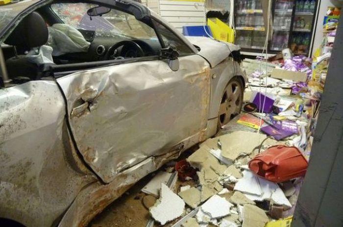 Покатался на маминой машине... на сумму в 300 тысяч долларов (6 фото + видео)