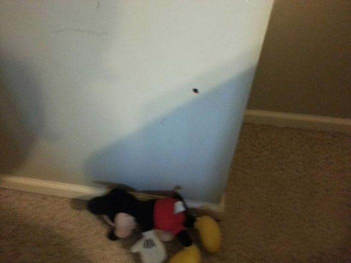 Самопроизвольный выстрел из револьвера (7 фото)