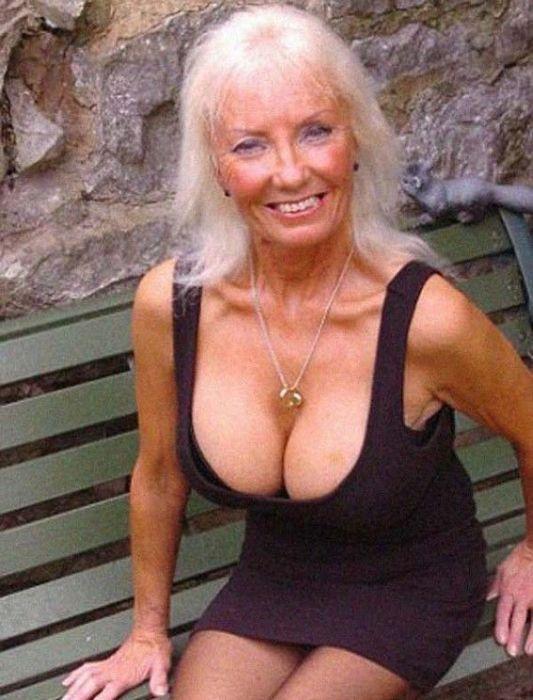 Муж завещал своей жене сделать силиконовую грудь и найти молодого любовника (11 фото)