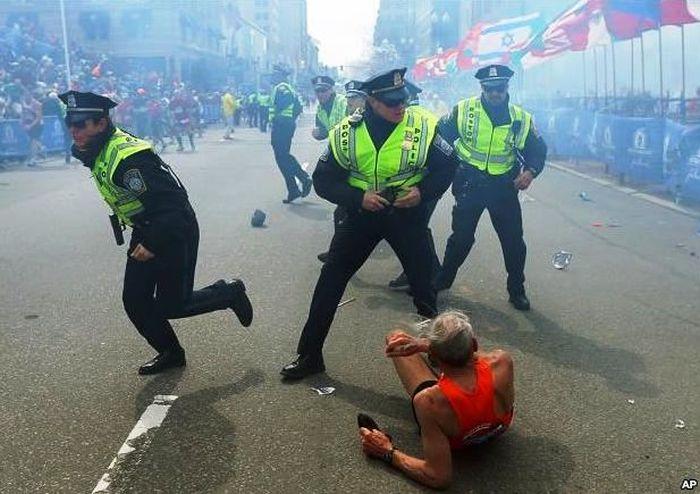 Теракт в Бостоне: два взрыва на финише марафона (18 фото + 4 видео)
