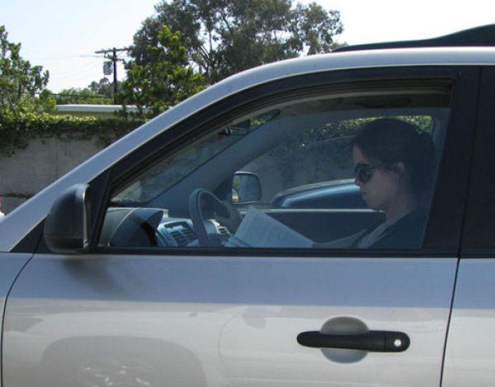 Девушки за рулем делают глупости (52 фото)
