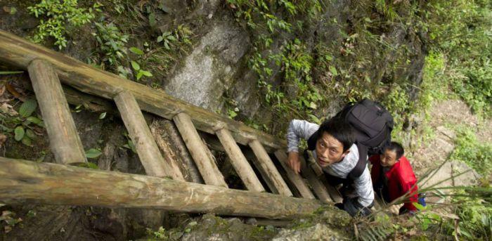 Трудный путь в школу (9 фото)