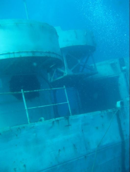 Погружение к американскому затонувшему кораблю (42 фото)
